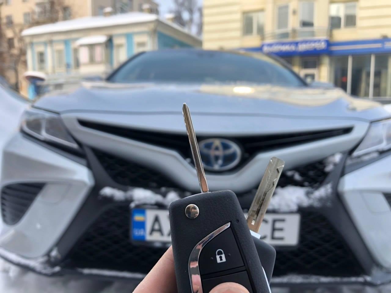 Ключ на Toyota Camry 2018