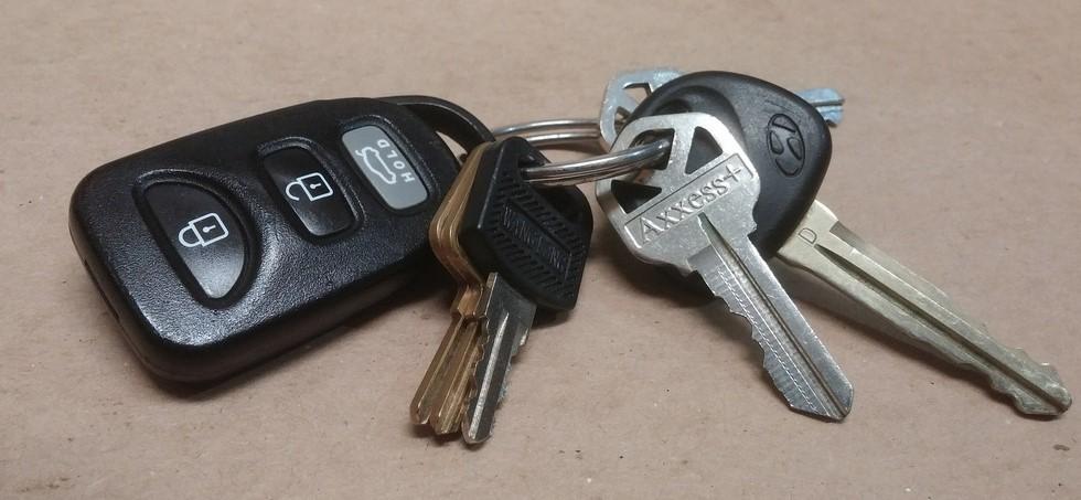 Почему изготовить автомобильный ключ стоит дороже, чем ключ от квартиры