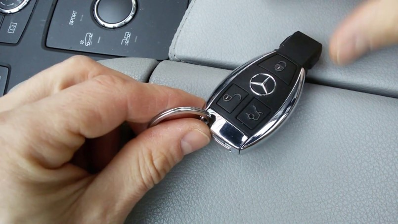 Как разобрать чип ключ Мерседес: советы экспертов